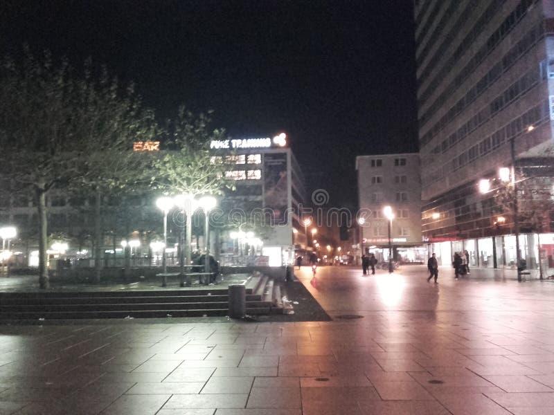 Bei Nacht Frankfurts Zeil lizenzfreie stockfotos
