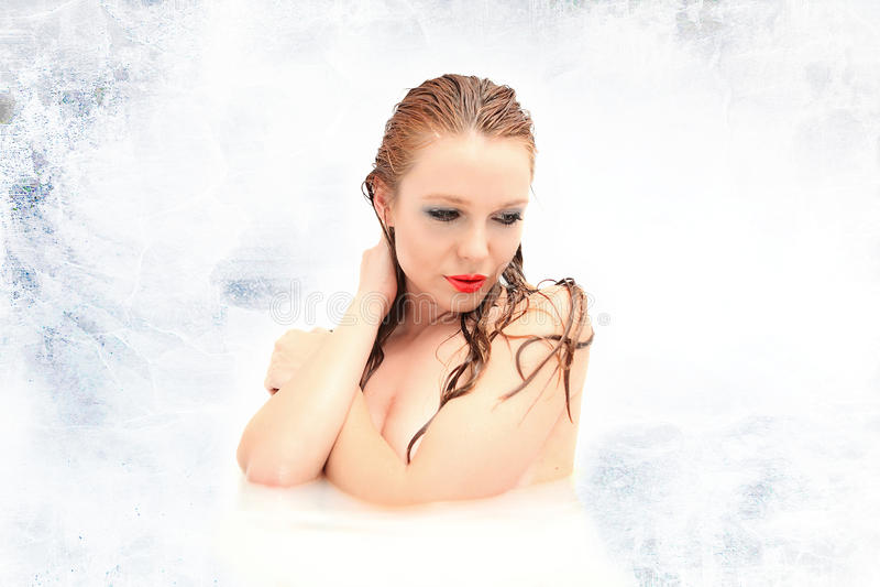 Bei Nudi O Donne Nude In Bagno Fotografia Stock - Immagine di ...
