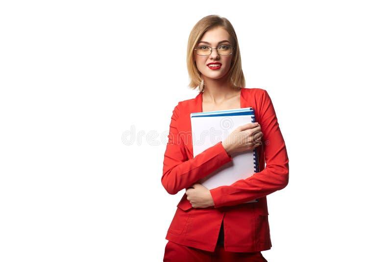Bei occhiali d'uso sorridenti della donna di affari e nella r immagine stock libera da diritti
