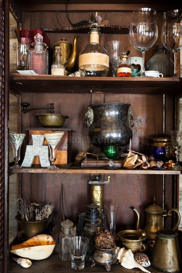Bei oggetti vecchi fotografia stock immagine di vetro for Programmi per progettare oggetti