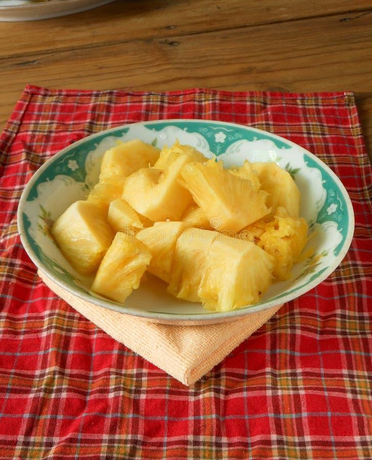 Bei pezzi dell'insalata dell'ananas fotografia stock libera da diritti
