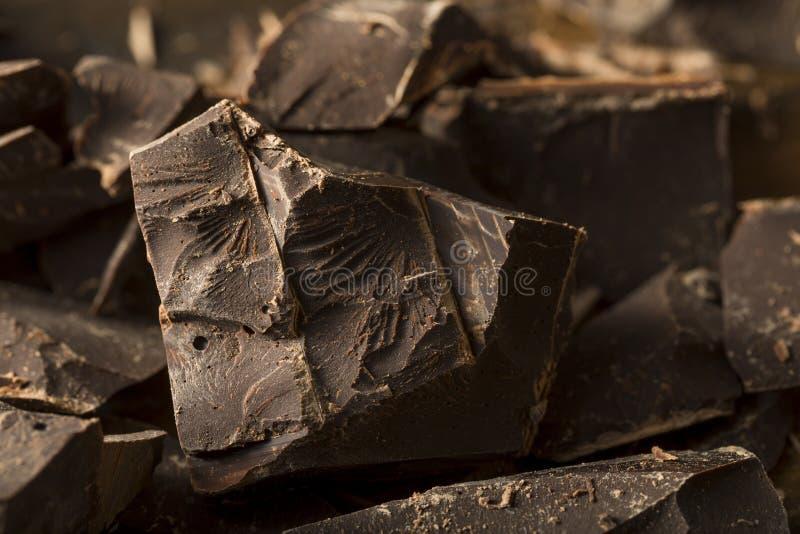 Bei pezzi dolci del cioccolato fondente dei semi organici fotografie stock libere da diritti