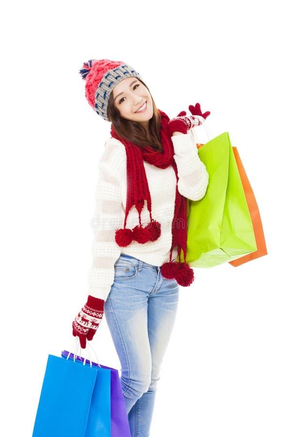 Bei sacchetti di acquisto della holding della giovane donna Acquisto di natale, idea per il vostro disegno fotografia stock libera da diritti