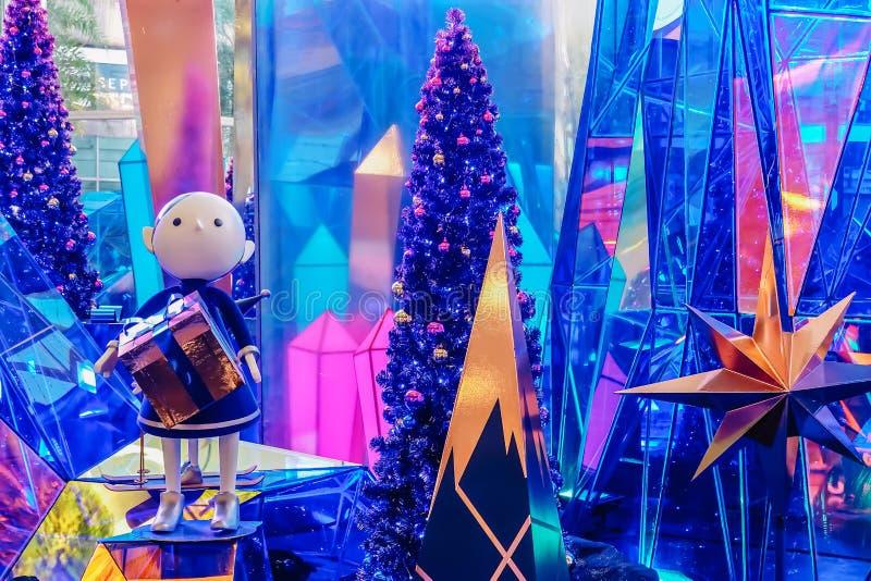 Bei Siam hat Muster das Festival des Lichtes, Weihnachtsdekoration mit blauem Diamantthema, es hat helle Show im Abend lizenzfreie stockfotos