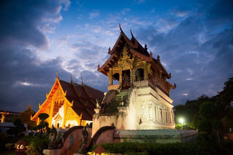 Bei tempio e Buddha: Wat Phra canta Waramahavihan a Chiangmai Tailandia fotografia stock