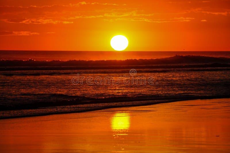 Bei tramonti del EL Cuco, El Salvador di Playa fotografie stock