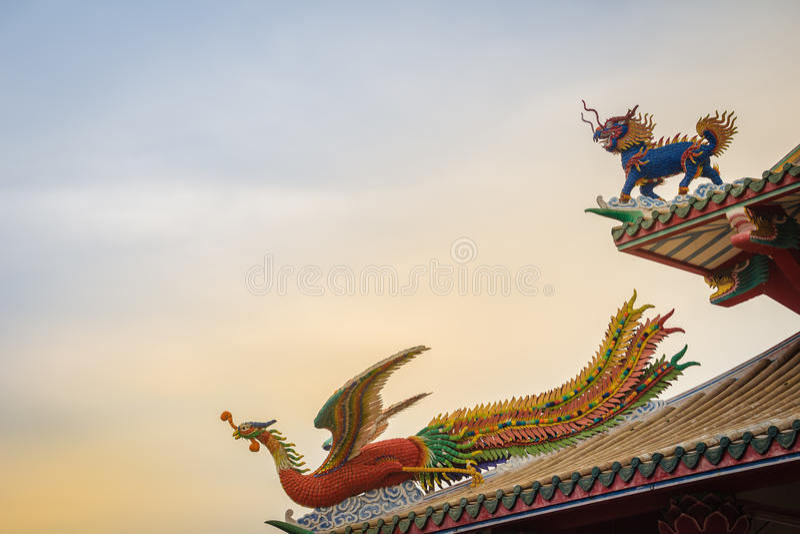 Bei unicorno e cinese dalla testa drago cinesi Phoenix immediatamente fotografia stock