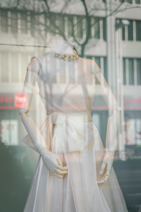 Bei vestiti da sposa (EFF filtrato dell'annata elaborato immagine immagine stock