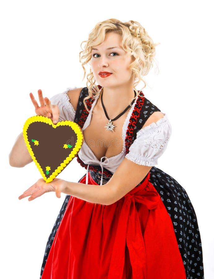 Beiers meisje in dirndl met meest octoberfest koekje royalty-vrije stock foto