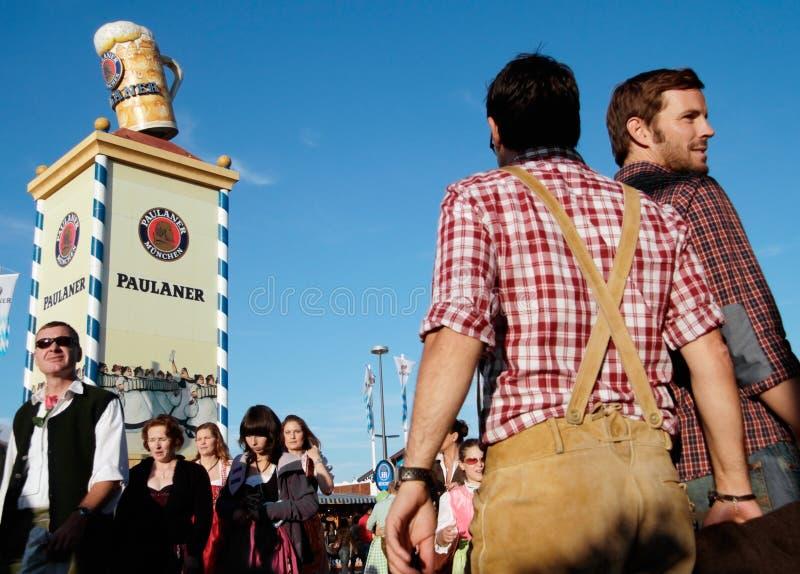 Beierse mensen in Oktoberfest royalty-vrije stock afbeelding