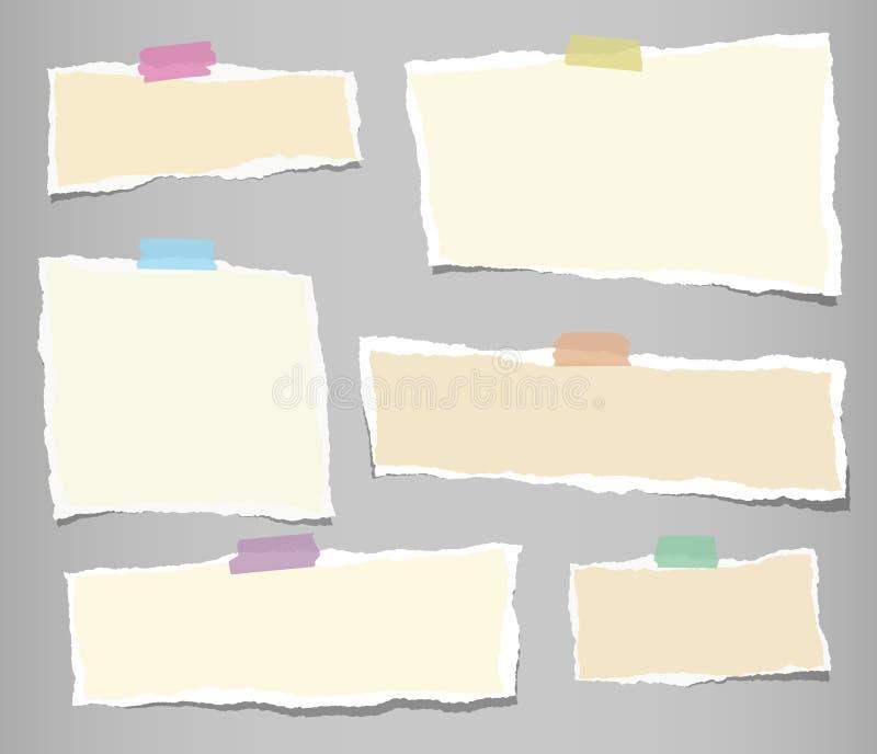 Beiga rev sönder remsor, anteckningsboken, anmärkningspapper för text eller meddelandet klibbade med det klibbiga bandet på grå b stock illustrationer