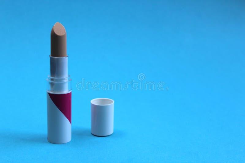 Beige Farbe des Maskeradelippenstift-Lichtes für das Anwenden des Makes-up lizenzfreie stockfotos