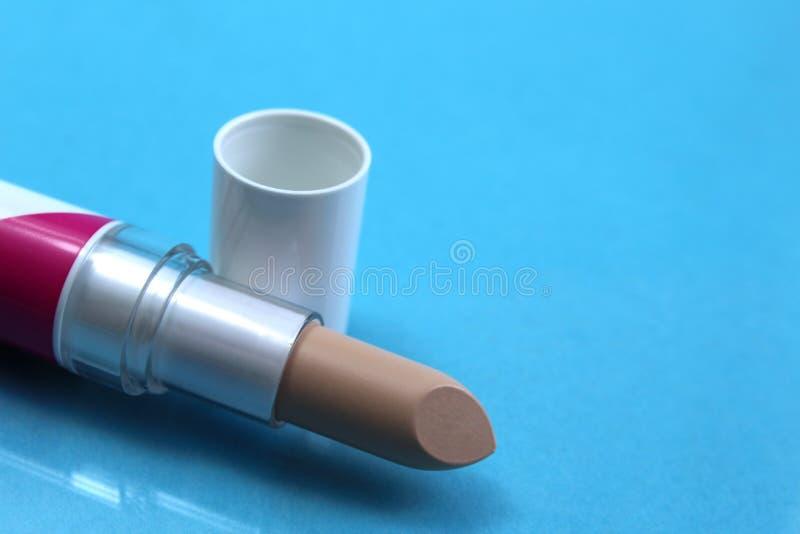 Beige Farbe des Maskeradelippenstift-Lichtes für das Anwenden des Makes-up lizenzfreies stockfoto