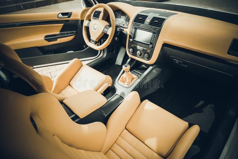 Beige lederner Innenraum von Volkswagen-Golf 5 r32 lizenzfreies stockfoto