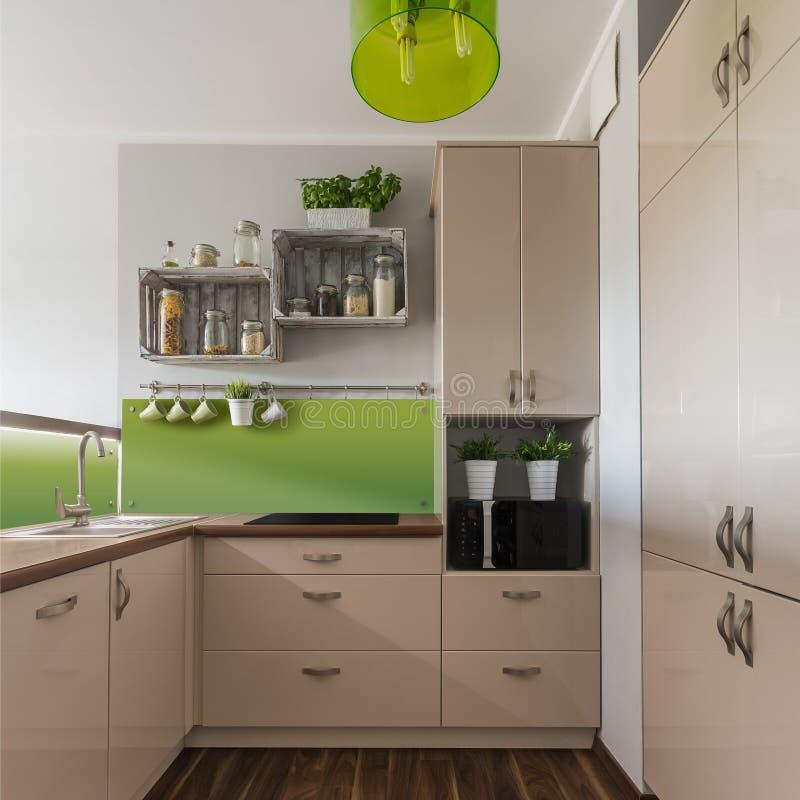 Beige meubilair in keuken stock fotografie