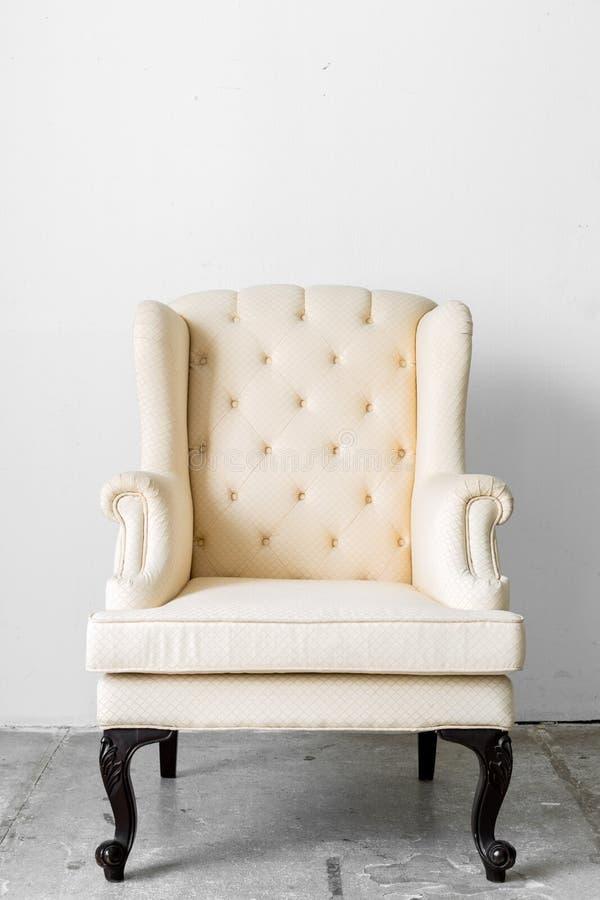 Beige retro stoel stock afbeelding