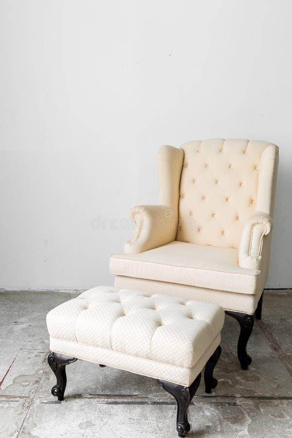 Beige retro stoel stock foto