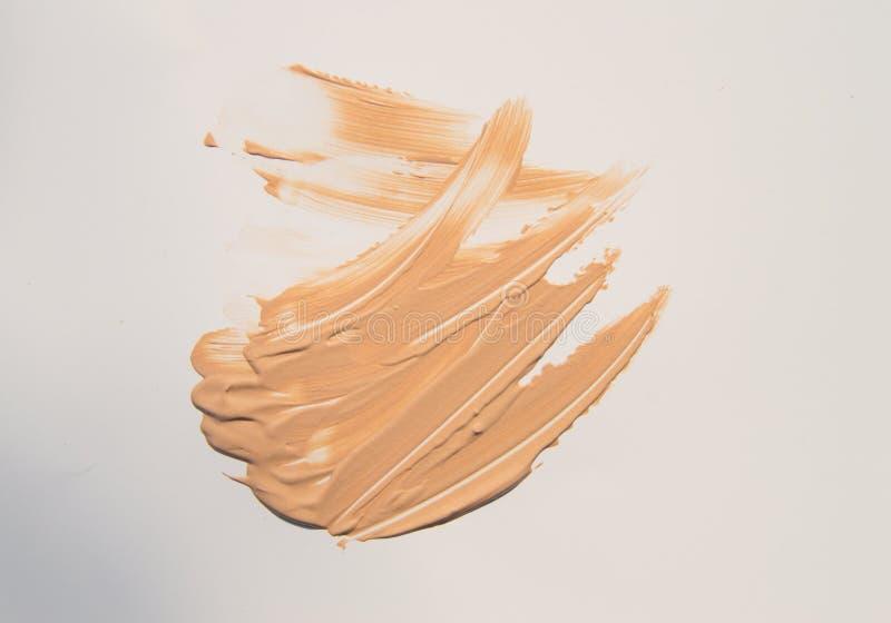 Beige Stichting voor samenstelling, kosmetische aanrakingen op witte achtergrond stock afbeelding