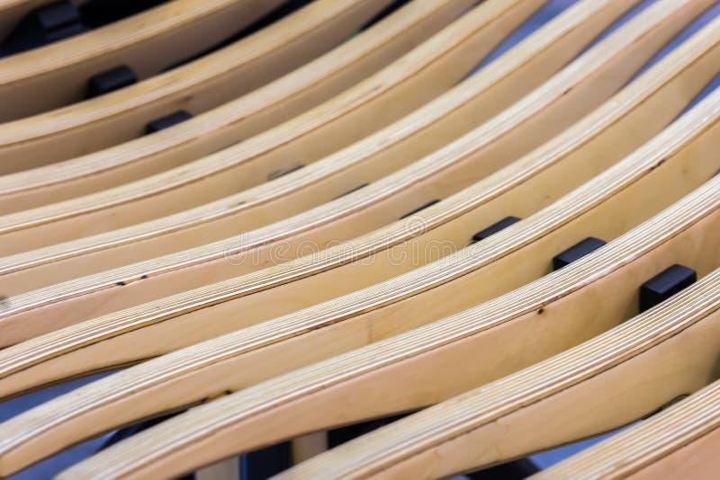 Beige strukturierter hölzerner Hintergrund Abstraktes Muster von den diagonalen Linien der Holzbank oder des Lehnsessels, selekti lizenzfreies stockbild