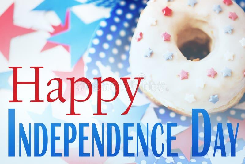 Beignet avec la décoration d'étoile le Jour de la Déclaration d'Indépendance photo libre de droits