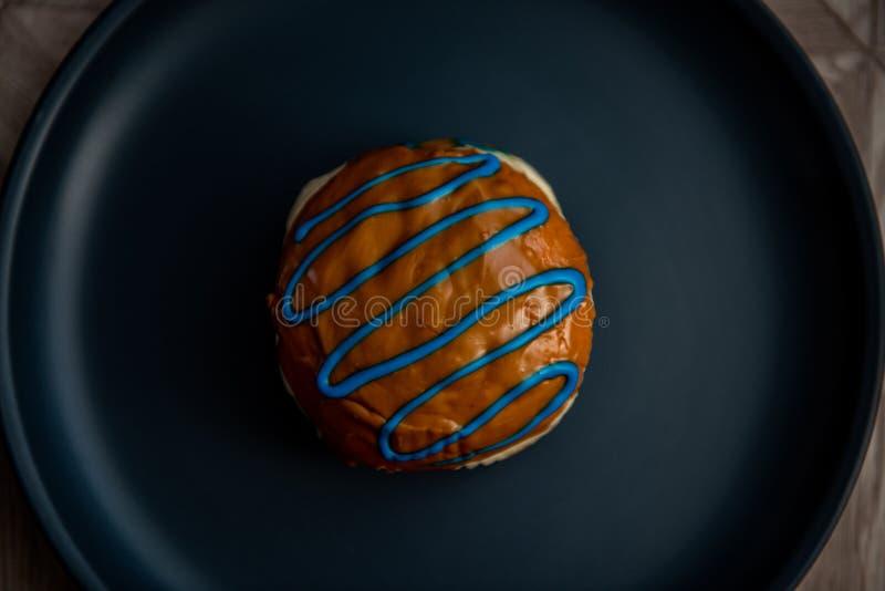 Beignet brun stupéfiant pour le fond image stock