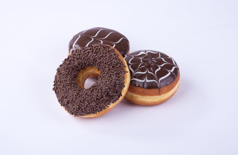 beignet ou beignet de chocolat sur un fond photo libre de droits