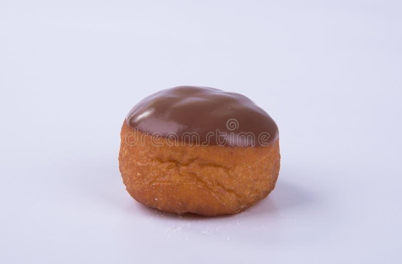 beignet ou beignet de chocolat sur un fond photographie stock