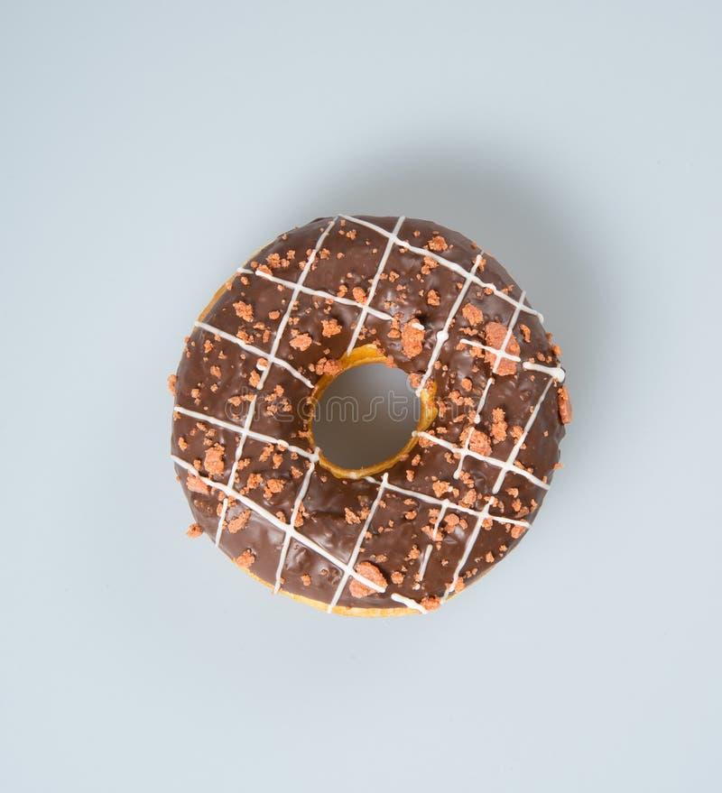 beignet ou beignet de chocolat sur un fond images stock
