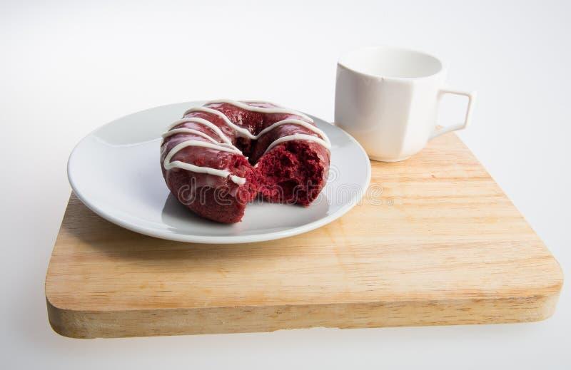beignet ou beignet et café sur un fond images stock