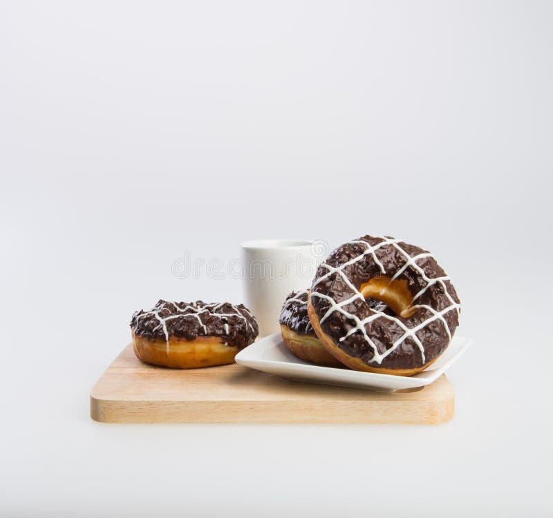 beignet ou beignet et café sur un fond photos stock