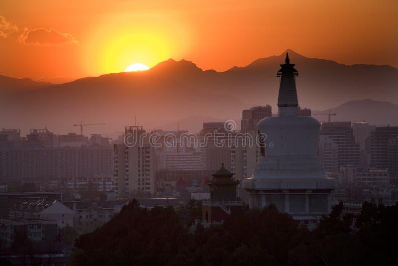 beihai北京瓷山stupa日落 库存照片