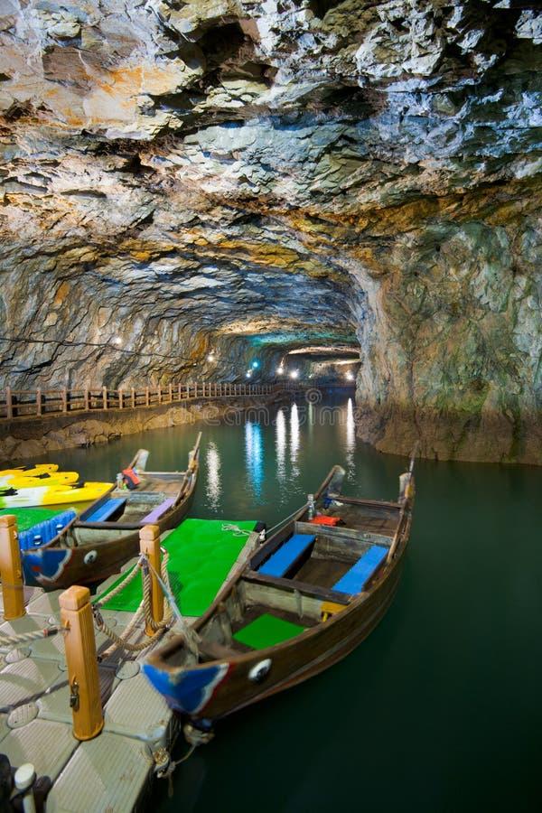 beihai小船靠码头的隧道 库存图片