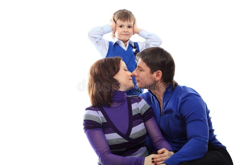 Beijando pais imagens de stock