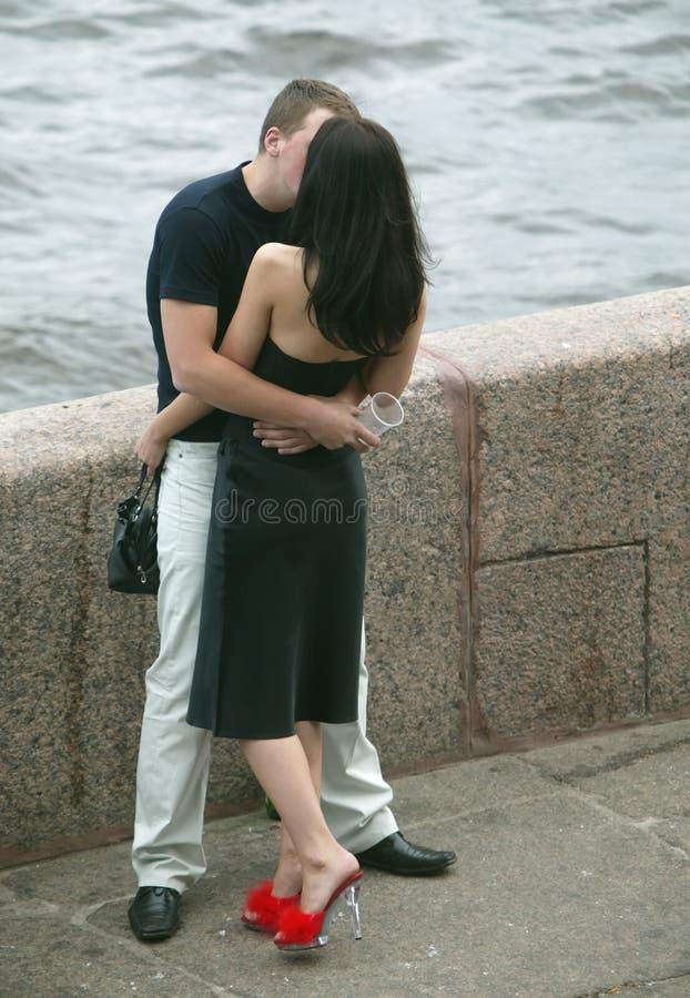 Beijando pares foto de stock royalty free