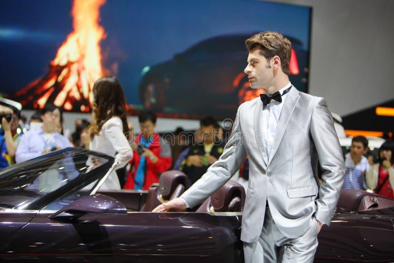 Beijing China abril 27, modelo masculino na auto mostra fotografia de stock royalty free
