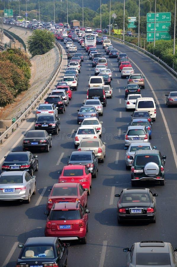 Beijing tung trafikstockning och luftförorening arkivbild