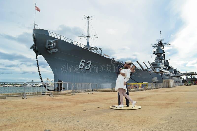 Beijo da vitória no Pearl Harbor, Havaí imagem de stock