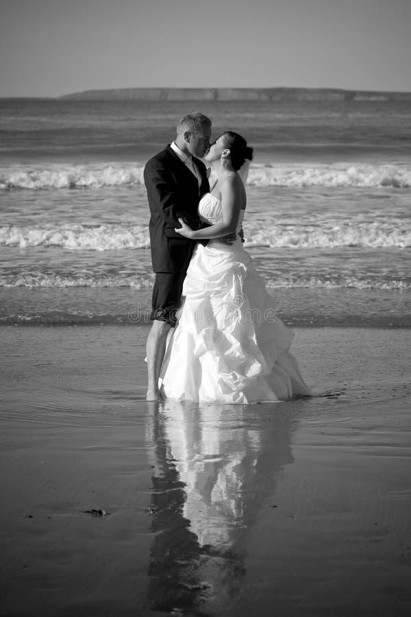 Beijo do casal fotos de stock