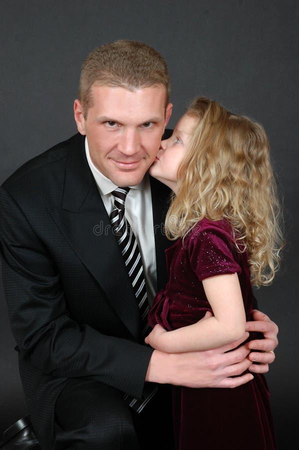 Beijo do dia de pais fotos de stock royalty free