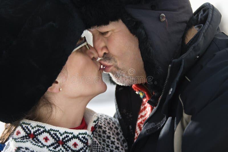 Beijo do homem e da mulher. fotos de stock royalty free