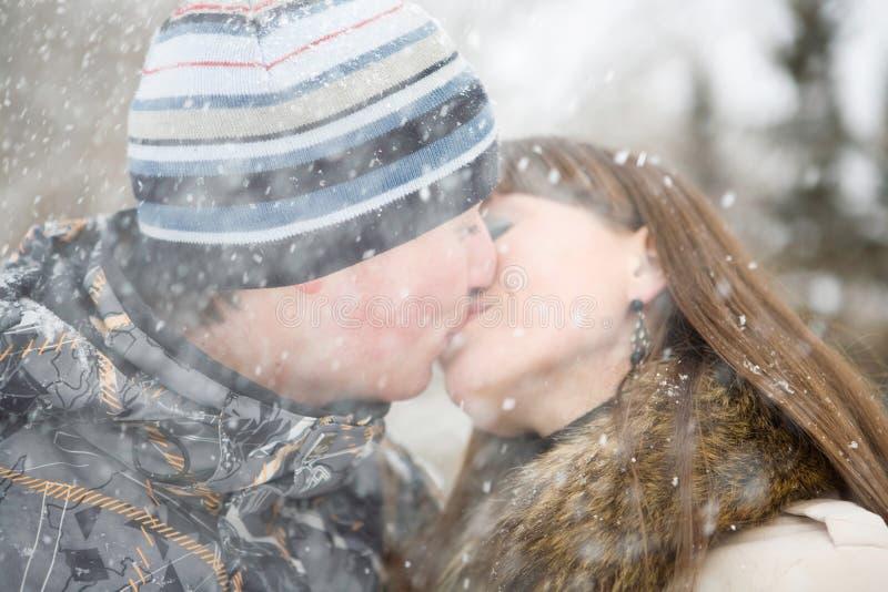 Beijo do inverno imagens de stock royalty free