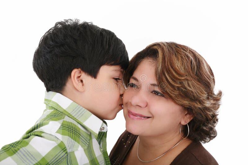 Beijo do menino sua matriz fotos de stock