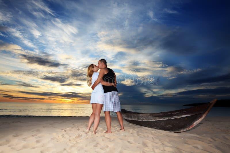 Beijo do por do sol imagem de stock royalty free