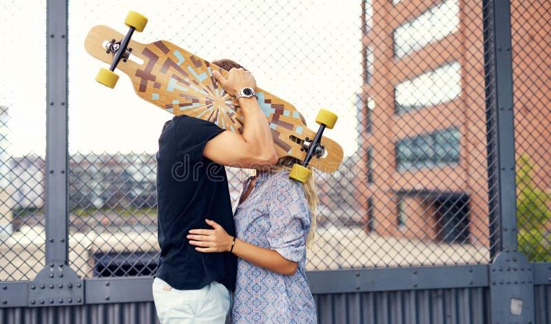 Beijo doce dos pares foto de stock