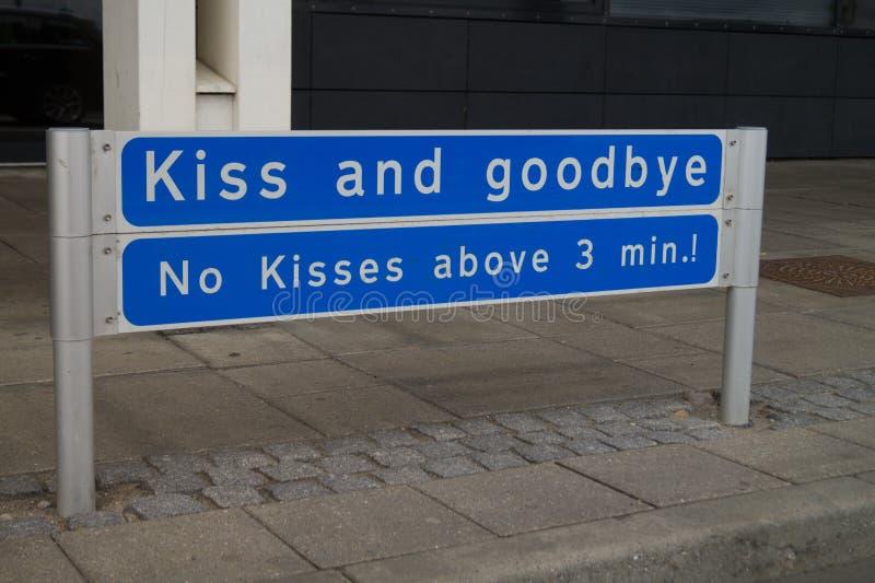 Beijo e adeus imagens de stock royalty free