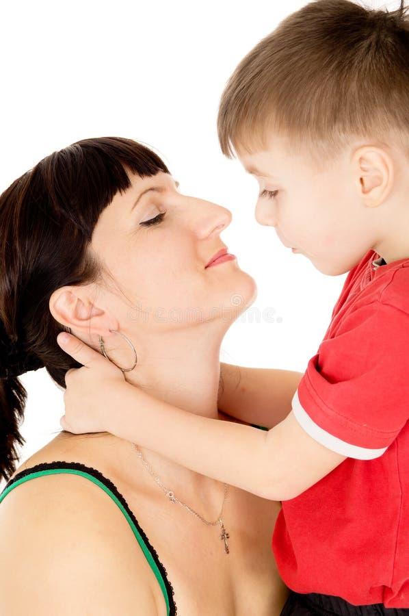 Beijo feliz da criança sua mãe imagens de stock