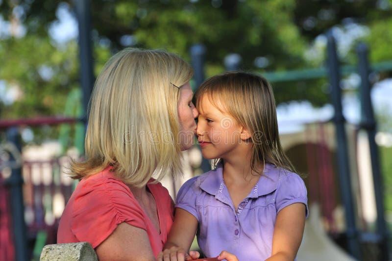 Beijo Loving da matriz imagens de stock royalty free