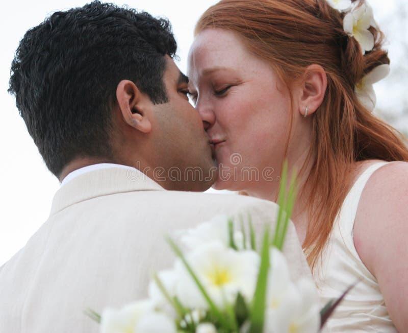 Beijo romântico fotografia de stock royalty free