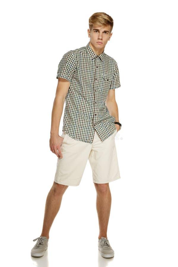 Beiläufig gekleideter Mann in in voller Länge lizenzfreie stockbilder
