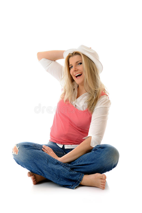 Beiläufige Frau, die auf dem Fußboden hat Spaß sitzt stockbilder